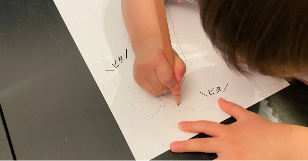 3歳9か月の子が鉛筆で書く様子